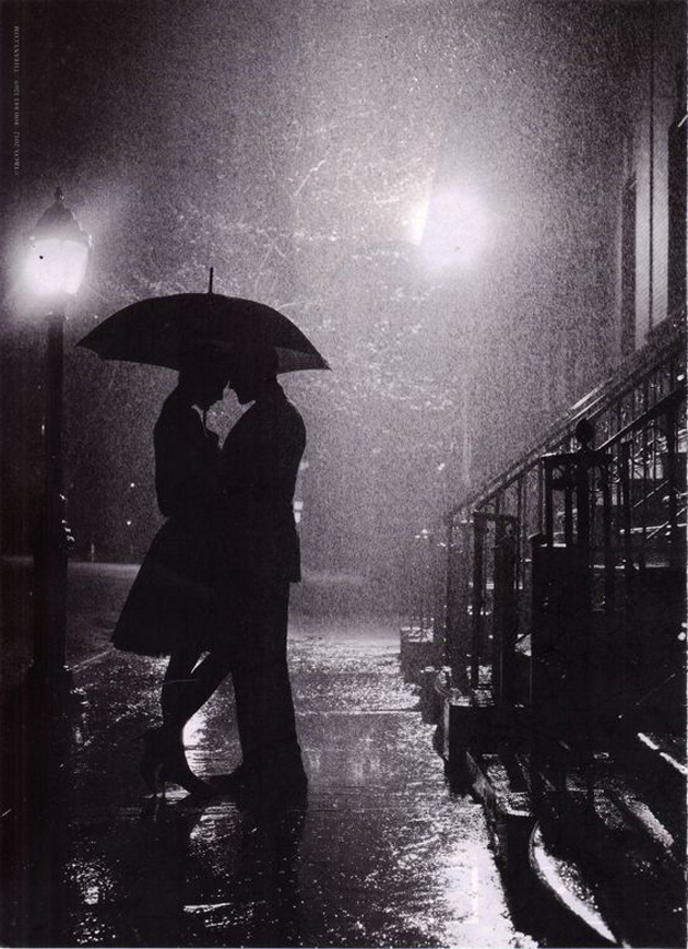 Cute romantic couples black and white photography in rain 12