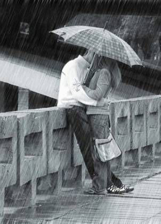 Cute Romantic Couples Black And White Photography In Rain (8)