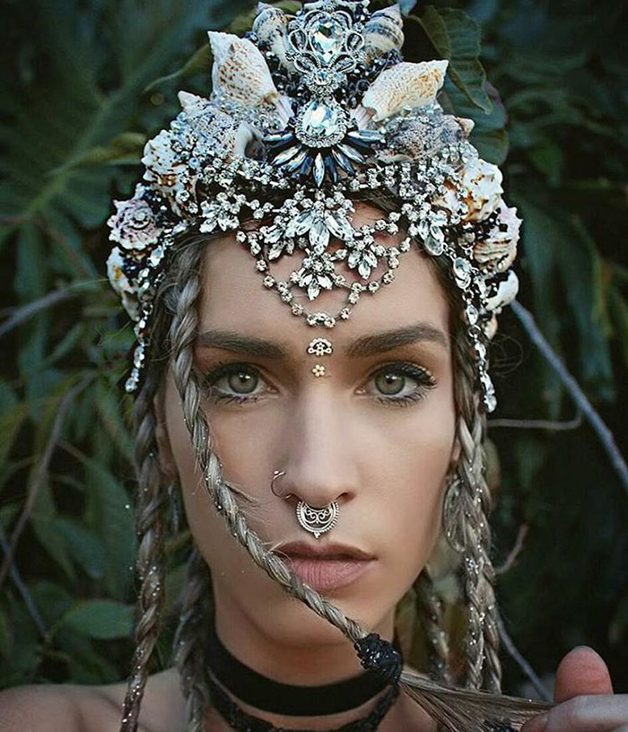 Mermaid Crowns With Real Seashells Photos (7)