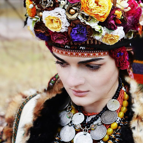 Modern Women Wearing Traditional Crowns Photography (17)