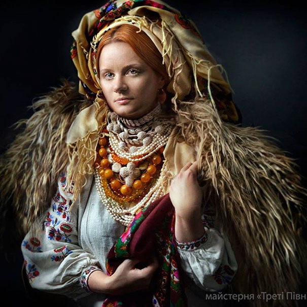 Modern Women Wearing Traditional Crowns Photography (20)