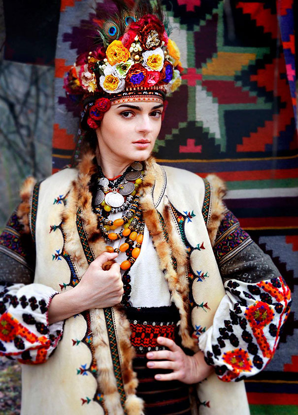 Modern Women Wearing Traditional Crowns Photography (24)