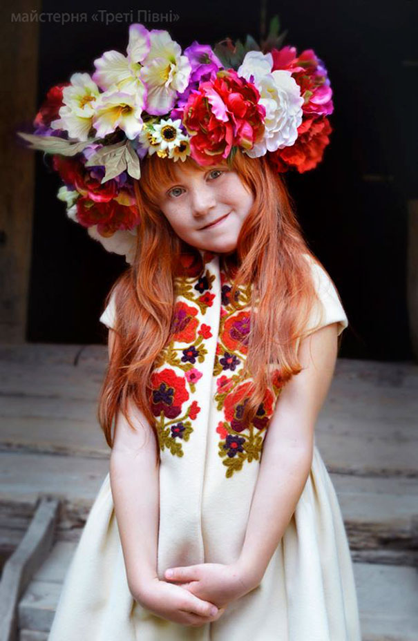 Modern Women Wearing Traditional Crowns Photography (26)