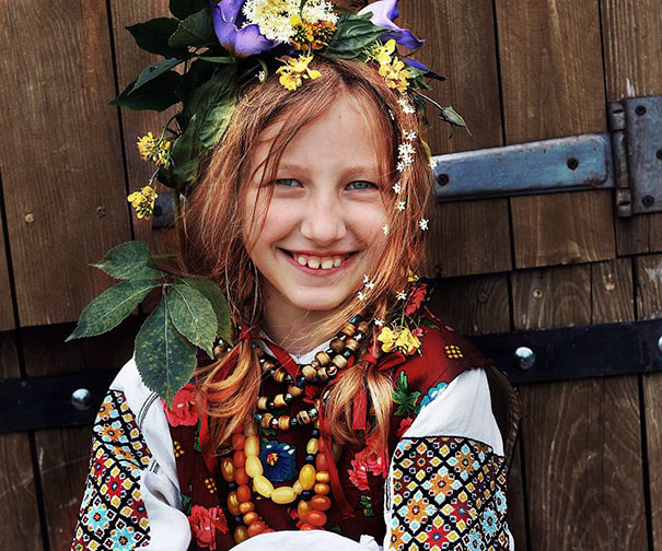 Modern Women Wearing Traditional Crowns Photography (3)