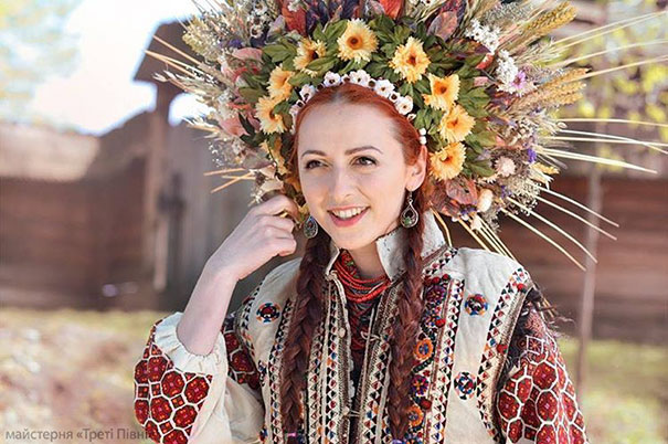 Modern Women Wearing Traditional Crowns Photography (4)