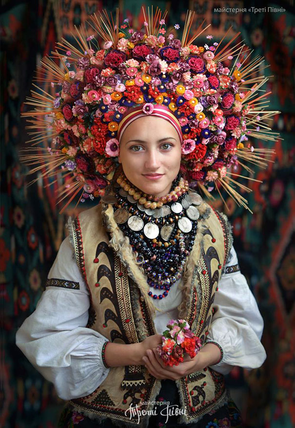 Modern Women Wearing Traditional Crowns Photography (5)