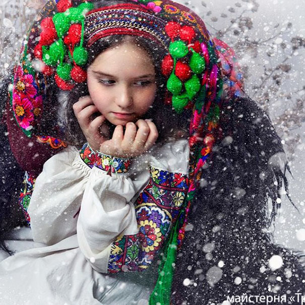 Modern Women Wearing Traditional Crowns Photography (8)