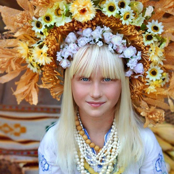 Modern Women Wearing Traditional Crowns Photography (9)