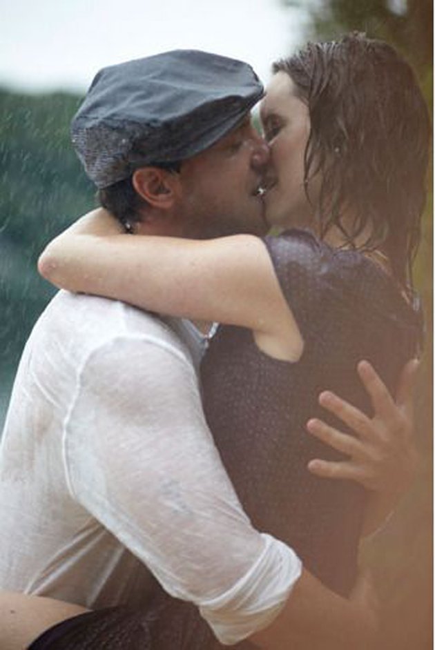 Romantic Couples Photography In Rain (10)