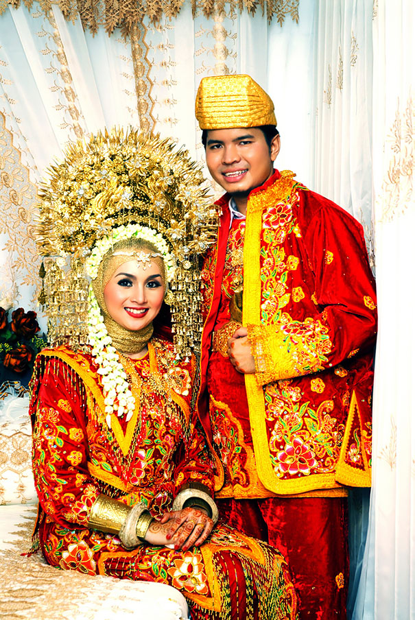 Traditional Wedding Outfits Look Around The World Photography (22)