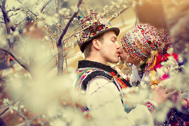 Traditional Wedding Outfits Look Around The World Photography (25)