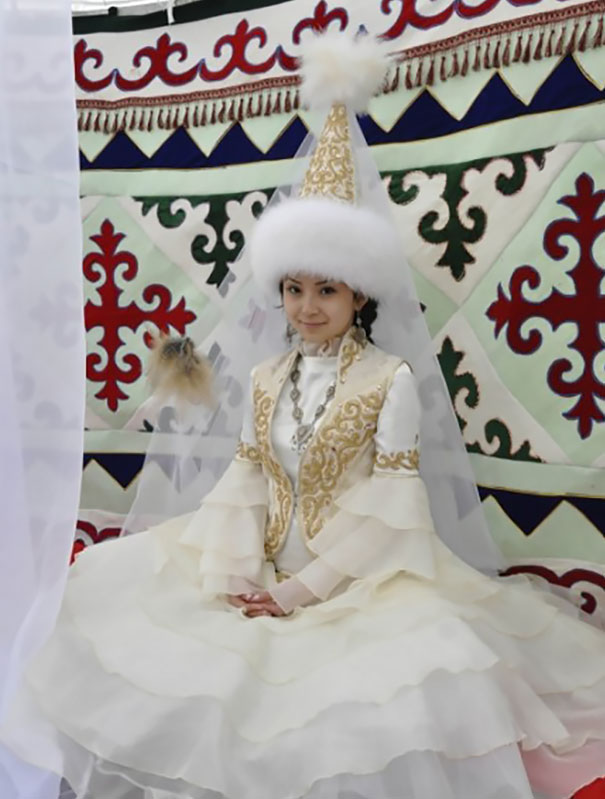 Traditional Wedding Outfits Look Around The World Photography (8)