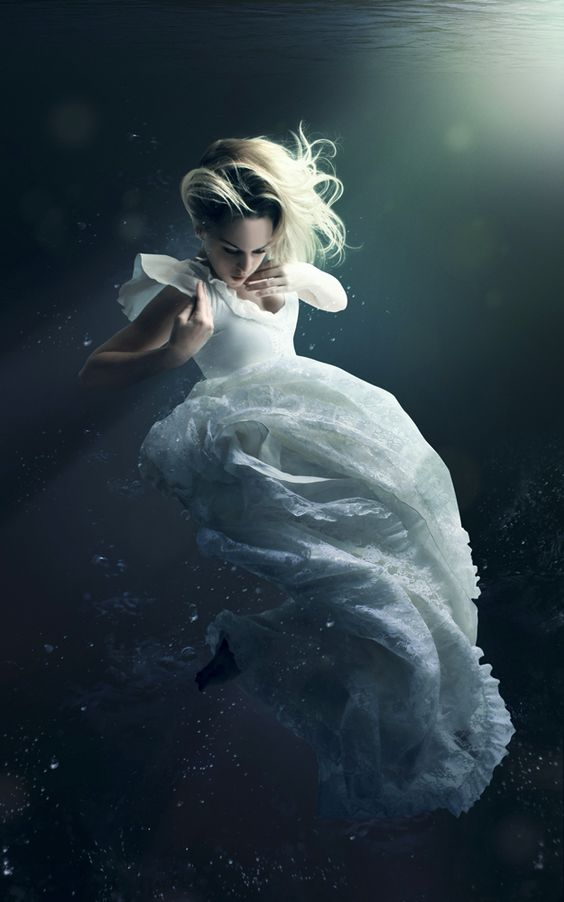 beautiful-underwater-fashion-photography-1