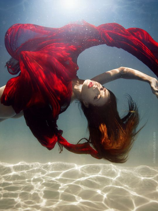 beautiful-underwater-fashion-photography-16