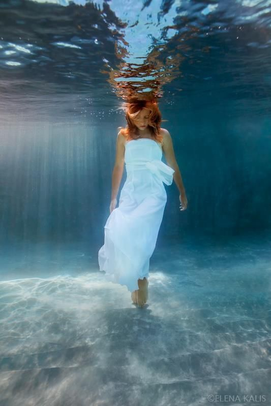 beautiful-underwater-fashion-photography-18