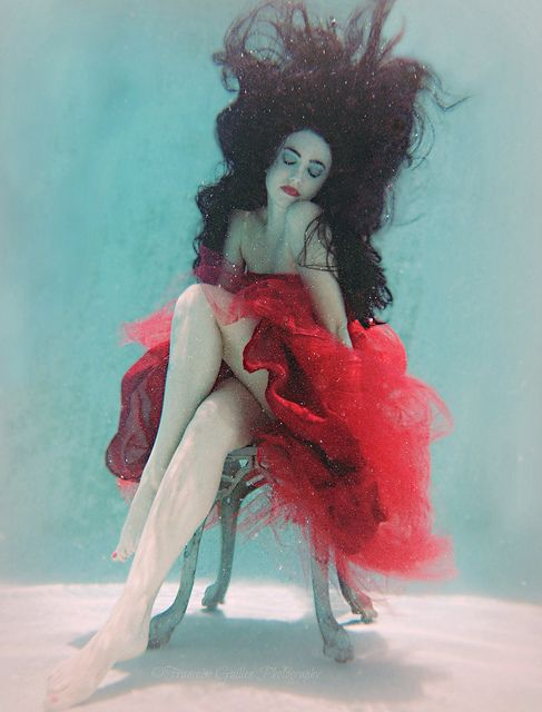 beautiful-underwater-fashion-photography-21