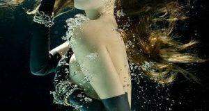 beautiful-underwater-fashion-photography-23