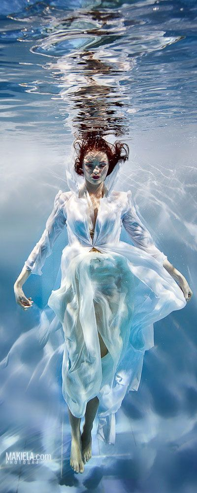 beautiful-underwater-fashion-photography-24