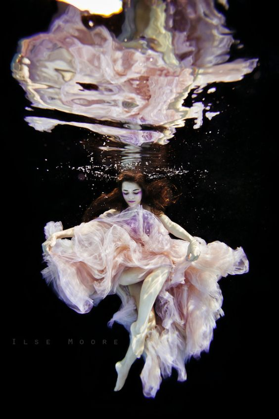 beautiful-underwater-fashion-photography-4