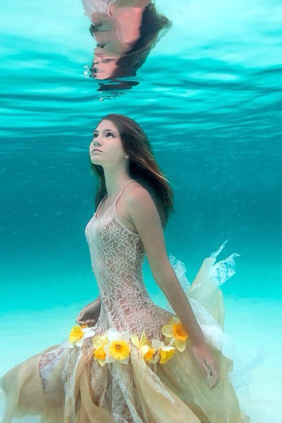 beautiful-underwater-fashion-photography-5