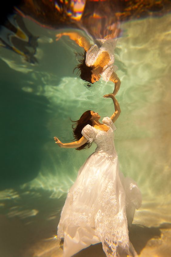 beautiful-underwater-fashion-photography-6