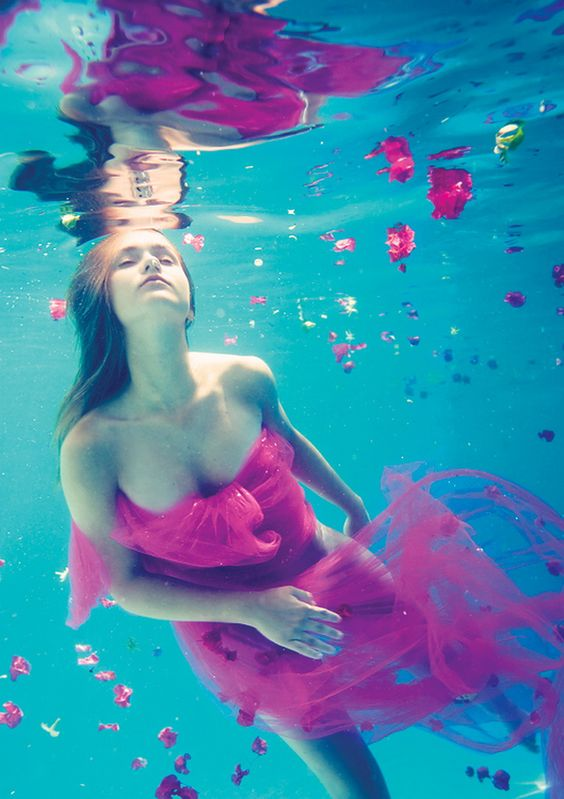beautiful-underwater-fashion-photography-7