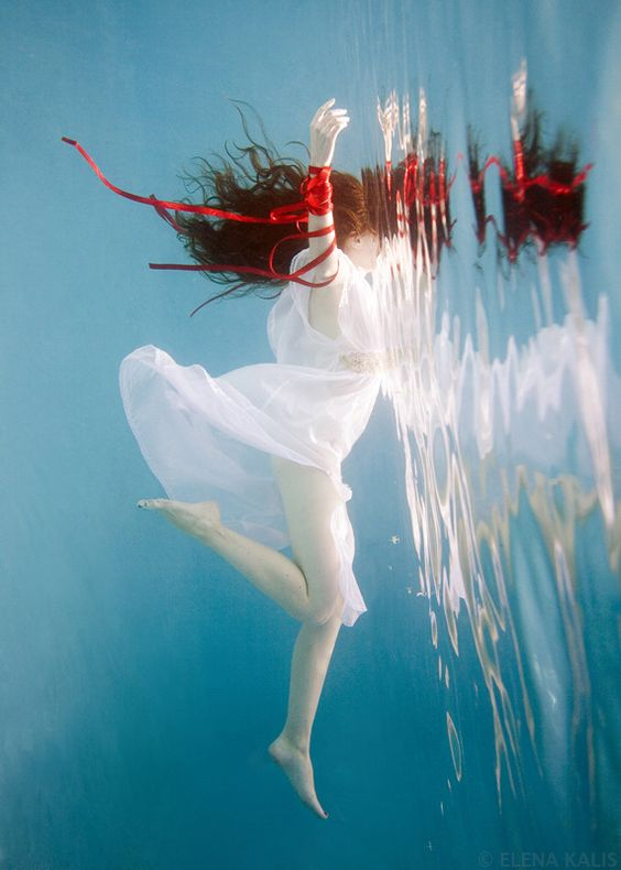 beautiful-underwater-fashion-photography-8