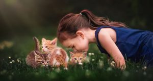 cute-photographs-that-show-special-bond-between-daughter-and-animals-4