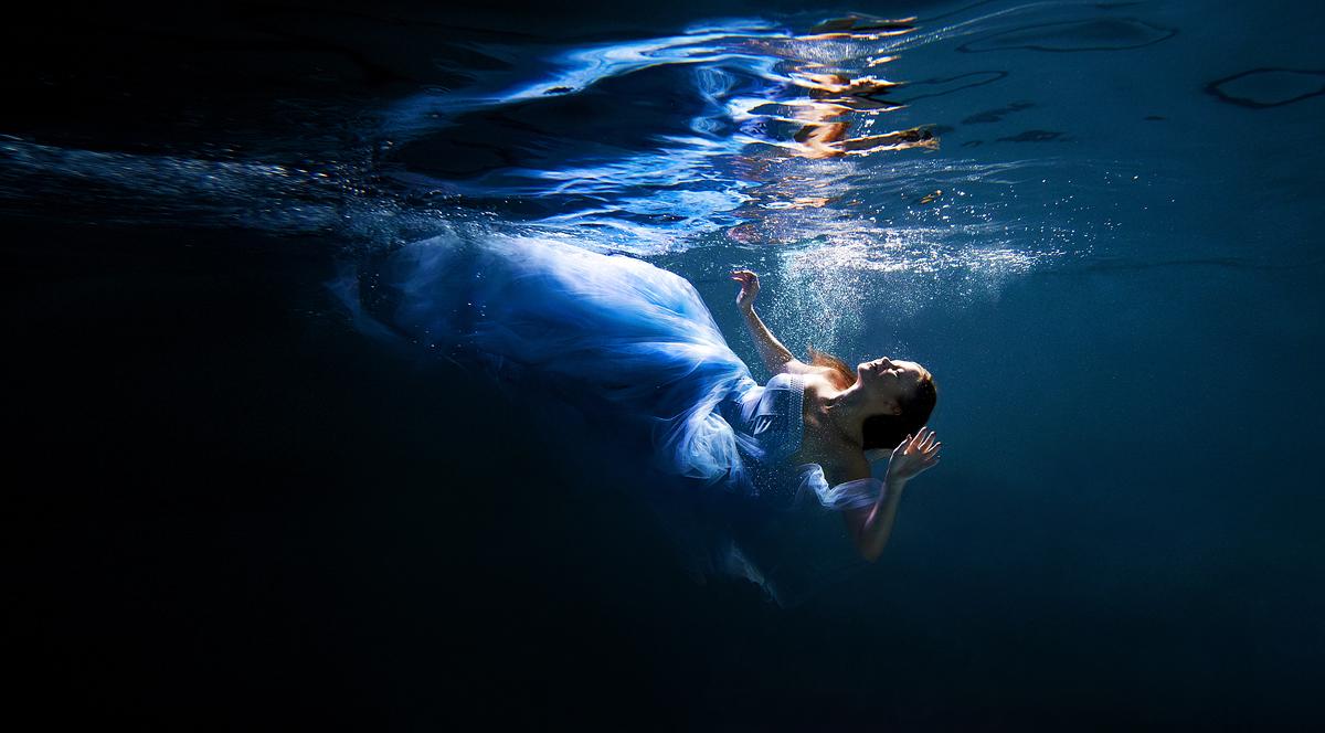 stylish-and-romantic-underwater-photography-by-glory-grebenkin-12