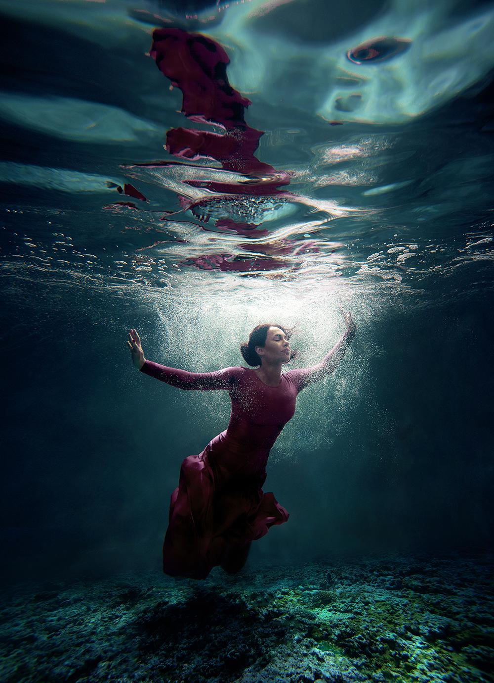 stylish-and-romantic-underwater-photography-by-glory-grebenkin-5