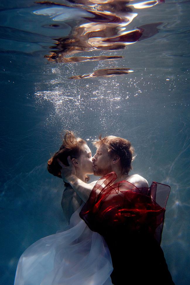 stylish-and-romantic-underwater-photography-by-glory-grebenkin-6
