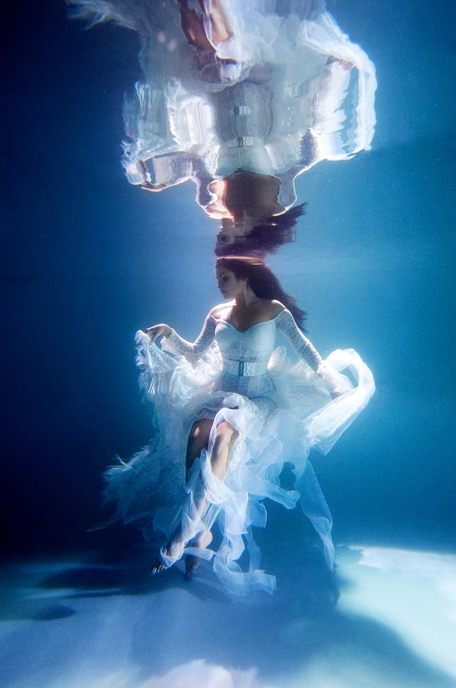 stylish-and-romantic-underwater-photography-by-glory-grebenkin-7