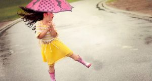 Cute Baby Enjoying Rain Images (10)