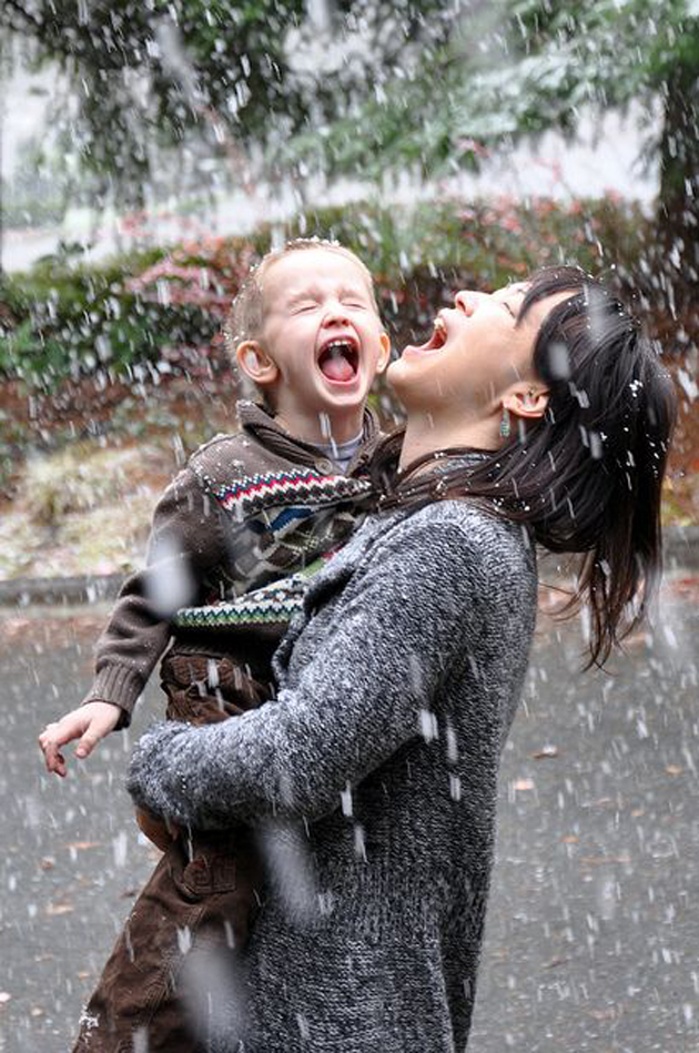 Cute Baby Enjoying Rain Images (4)