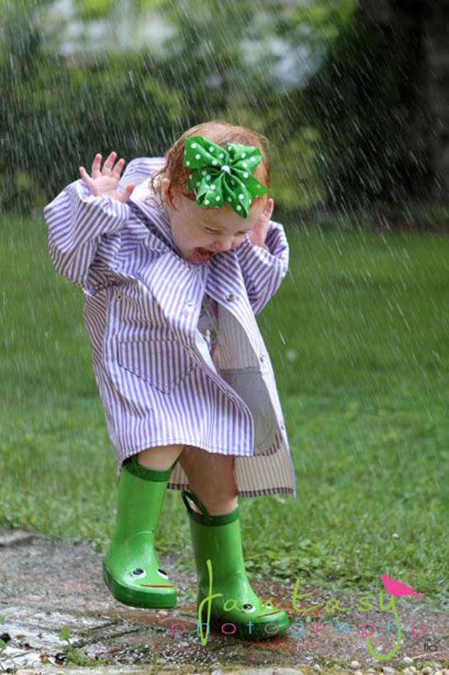 Cute Baby Enjoying Rain Images (6)