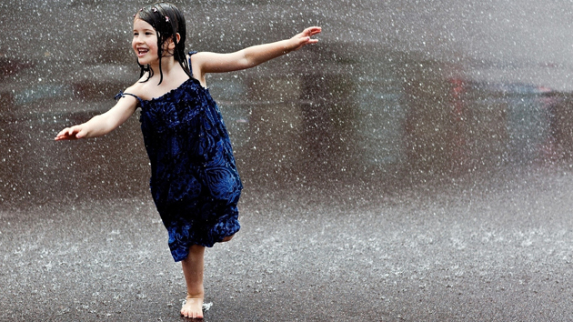 Cute Baby Enjoying Rain Images (7)