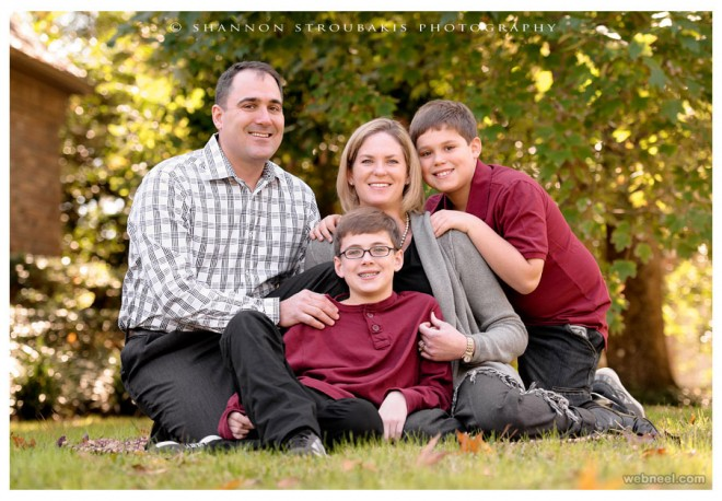 Beautiful Family Outdoor Photography Poses (1)