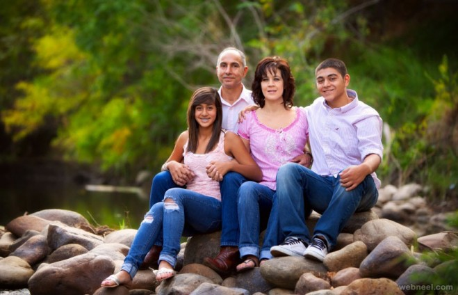 Beautiful Family Outdoor Photography Poses (5)