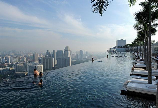 singapores-sky-park-pool
