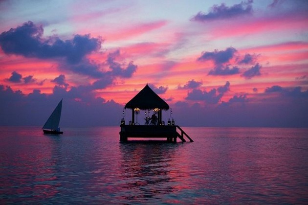 floating-bungalow-in-the-Maldives