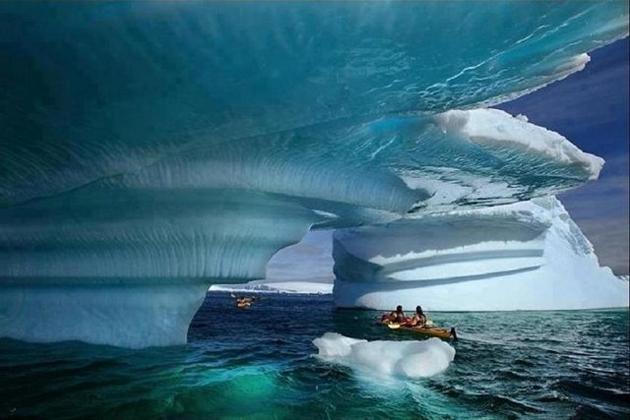 kayak-in-Glacier-Bay-Alaska