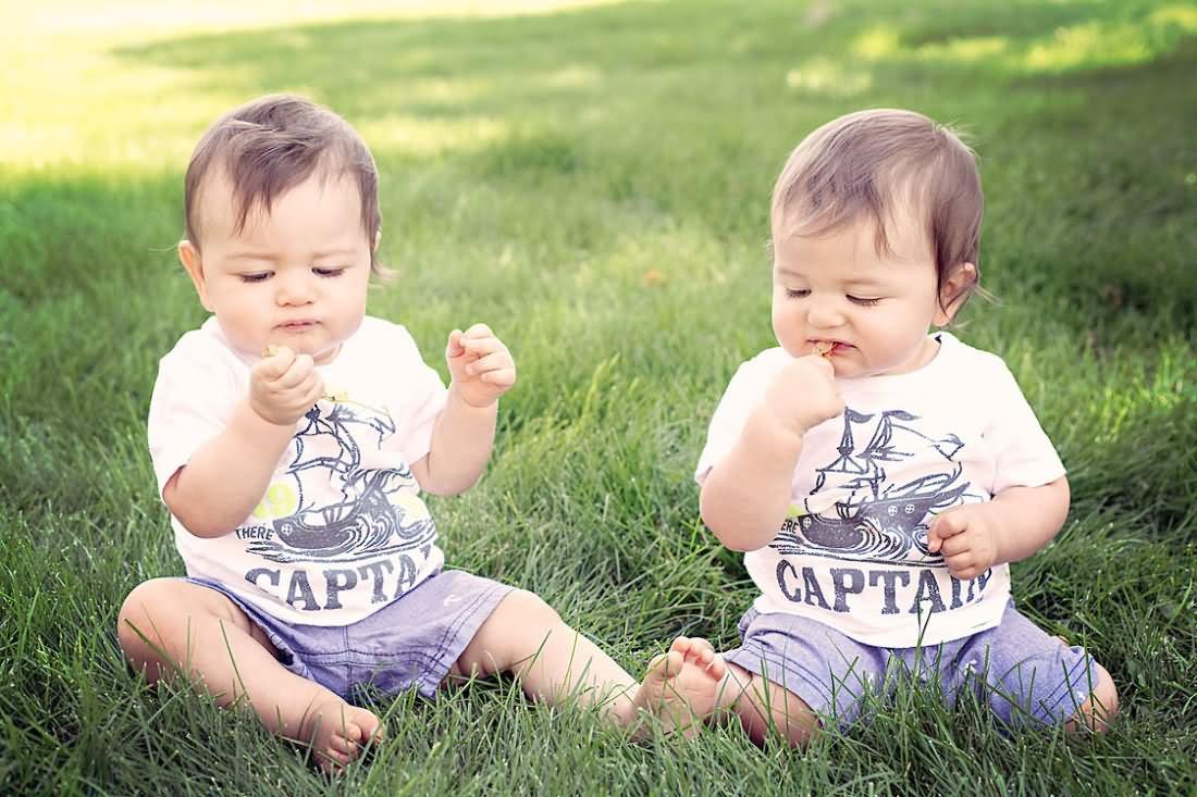 Cute Twin Babies Photos