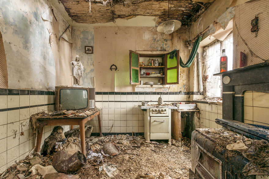 Abandoned Buildings Photography By Romain Veillon (1)