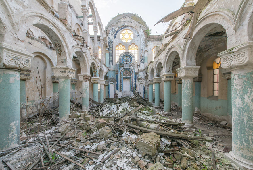 Abandoned Buildings Photography By Romain Veillon (15)