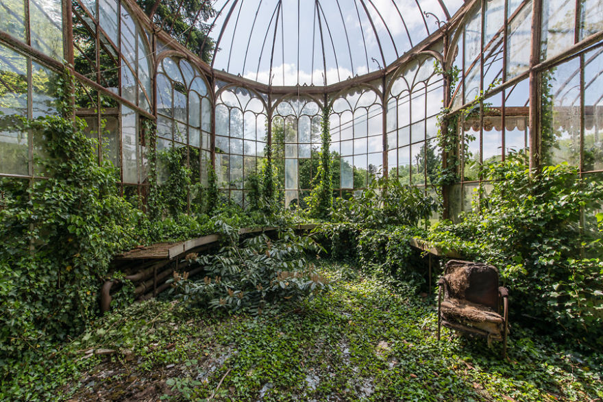 Abandoned Buildings Photography By Romain Veillon (17)