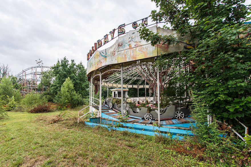 Abandoned Buildings Photography By Romain Veillon (4)
