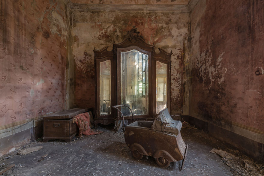Abandoned Buildings Photography By Romain Veillon (9)