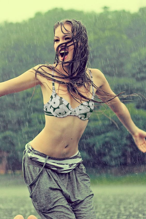 Pretty Girls Images In Rain (13)