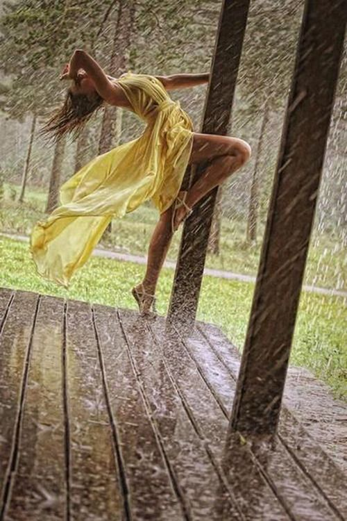 Pretty Girls Images In Rain (14)