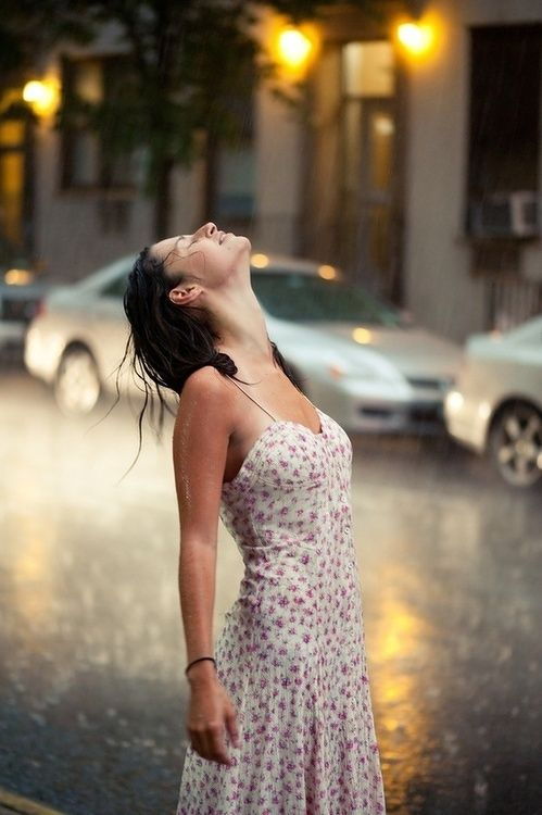 Pretty Girls Images In Rain (15)